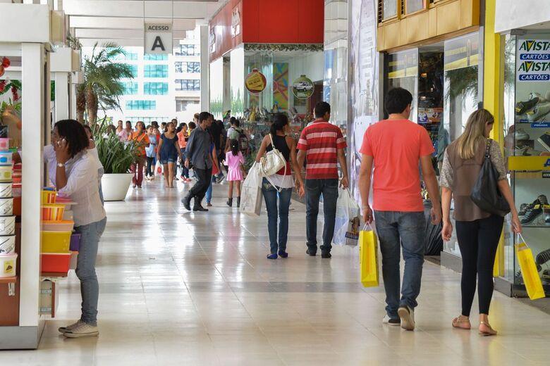 Endividamento do consumidor cai pela primeira vez em 2019, diz CNC - Crédito: Agência Brasil