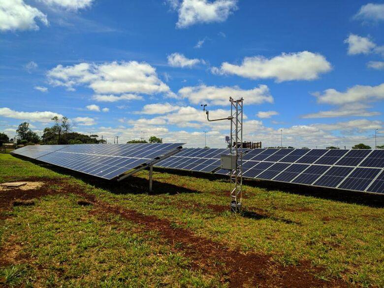Esta é a maior usina de energia solar fotovoltaica entre os setores públicos do Brasil. - Crédito: Divulgação