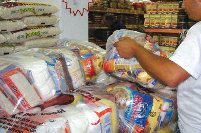 A meta deste ano é arrecadar 2 mil toneladas de alimentos não perecíveis, - Crédito: Ilustração