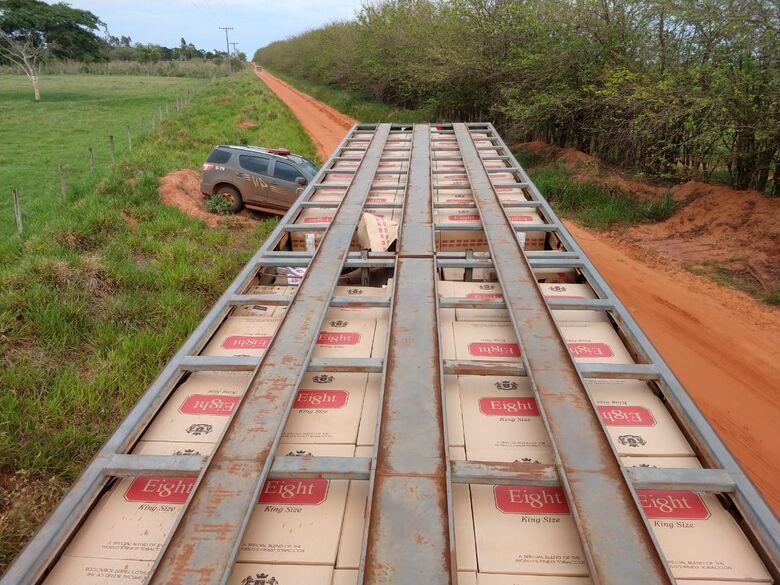 Caminhão boiadeiro é apreendido com 35 mil pacotes de cigarros contrabandeados do Paraguai - Crédito: Divulgação/DOF