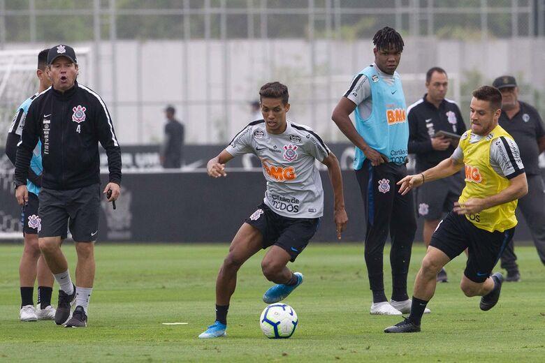 Técnico interino Dyego Coelho comandou último treinamento antes do clássico - Crédito: Daniel Augusto Jr. / Agência Corinthians