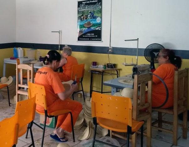 Detentas de São Gabriel do Oeste fabricam por mês 9 mil peças - Crédito: divulgação