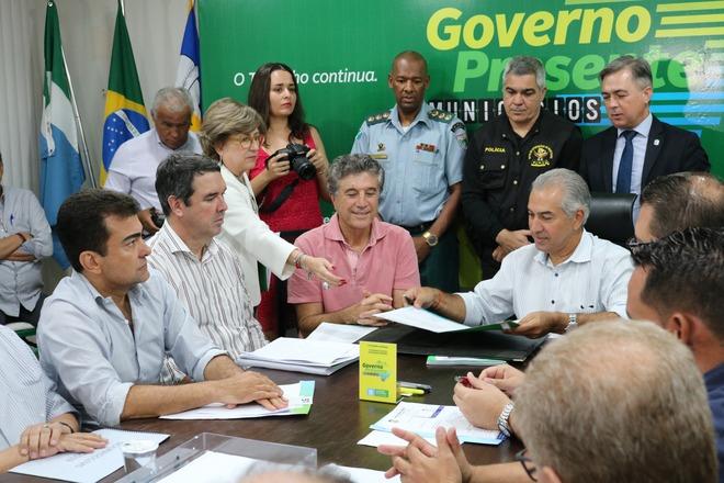 Encontro foi realizado na Sanesul; equipe do go Governo permanece até sexta em Dourados - Crédito: Flavio Verão