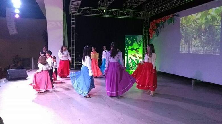 Sétima edição da Noite Cultural Especial, realizada ano passado, reuniu dezenas de escolas e centros de educação infantil - Crédito: Divulgação