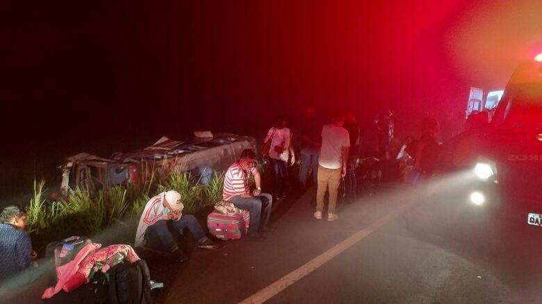 Acidente ocorreu na madrugada desta terça-feira - Crédito: Sidnei Bronka/Ligado na Notícia