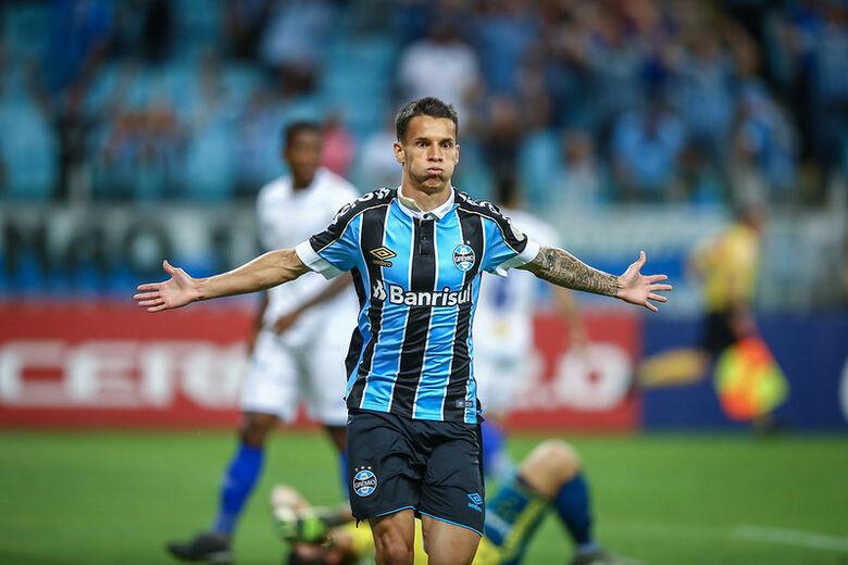 Douradense Ferreira marcou o primeiro gol no profissional - Crédito: LUCAS UEBEL/GREMIO FBPA