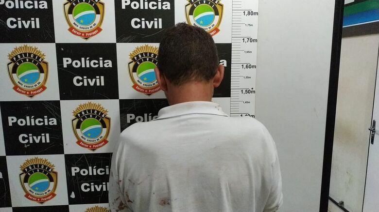 Homem foi detido e encaminhado à delegacia - Crédito: Adilson Domingos