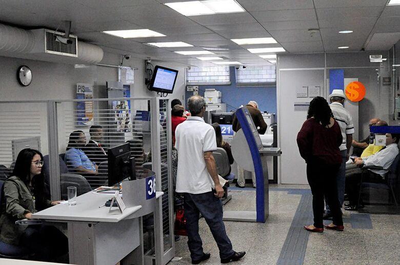 Sancionada lei que aumenta valor do saque do FGTS para R$ 998 - Crédito: Pillar Pedreira/Agência Senado