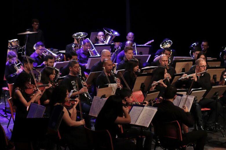 Orquestra UFGD faz ensaio ao ar livre no Parque dos Ipês -