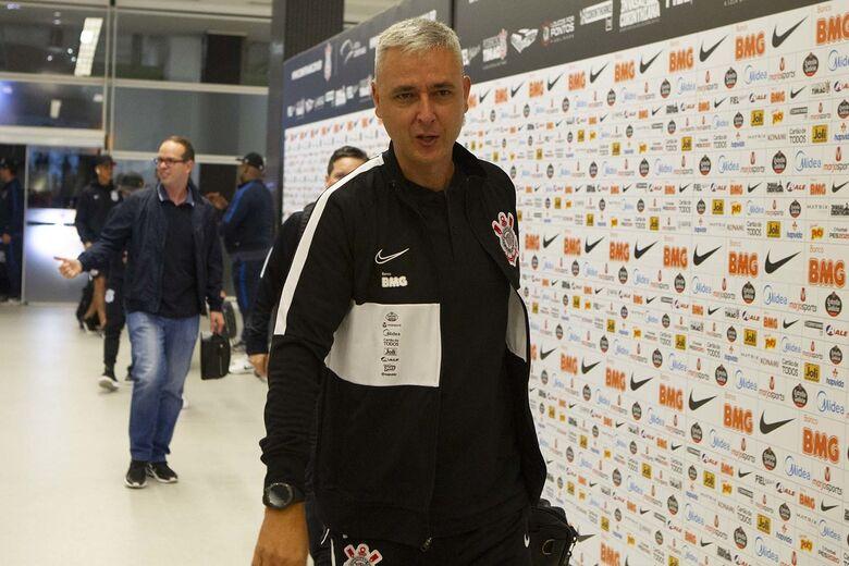 Tiago Nunes agradece jogadores após goleada do Corinthians na estreia no Paulistão - Crédito: Daniel Augusto Jr. / Ag. Corinthians