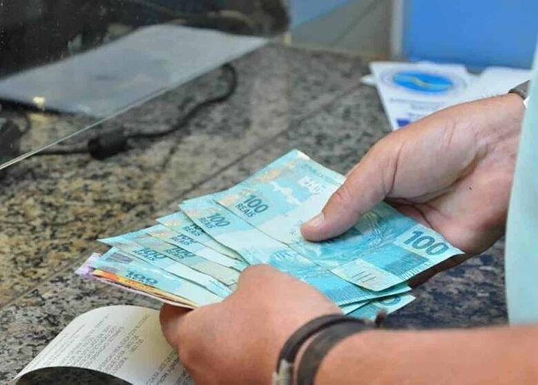 Governo reajusta em 4,48% aposentadoria acima do mínimo; teto sobe para R$ 6.101,06 -