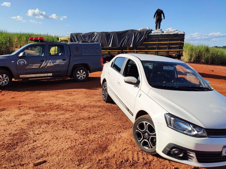 Caminhão e Voyage apreendidos pelo DOF - Crédito: DOF