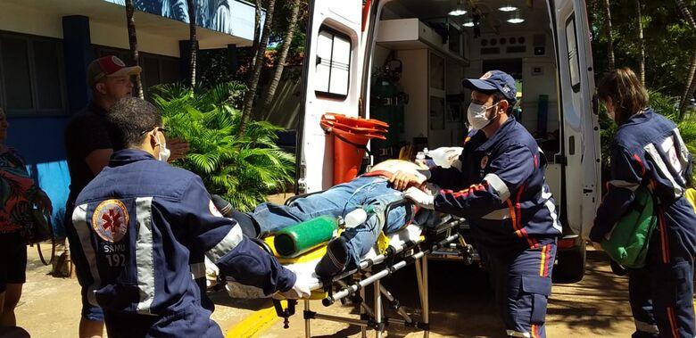 Borracheiro é socorrido às pressas ao Hospital da Vida - Crédito: Cido Costa