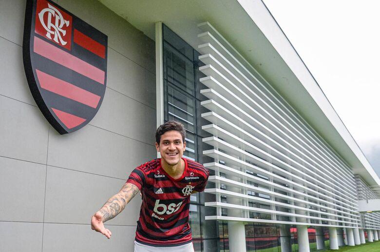 Pedro assina contrato e Thiago Maio é apresentado no Flamengo - Crédito: Marcelo Cortes/Flamengo