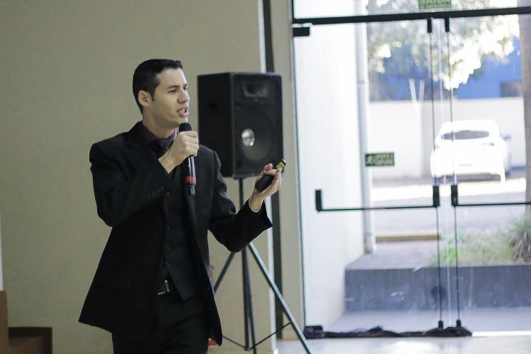 Cnsultor empresarial e coach Leandro Camilo -