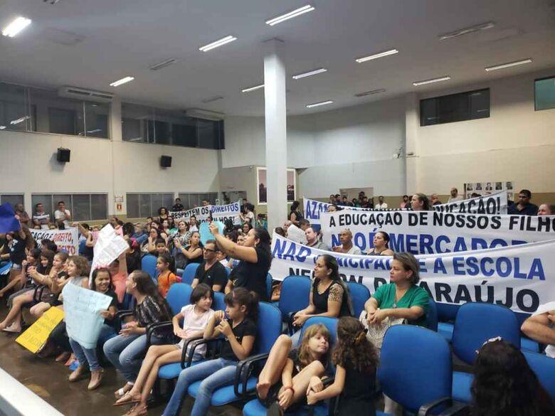 Comunidade escolar realizou protestos na Câmara Municipal para impedir fechamento - Crédito: Divulgação
