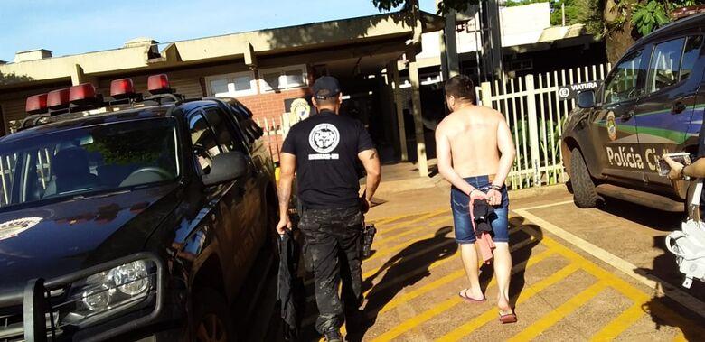 """Um homem, identificado como """"Alemão"""" foi preso - Crédito: Cido Costa"""