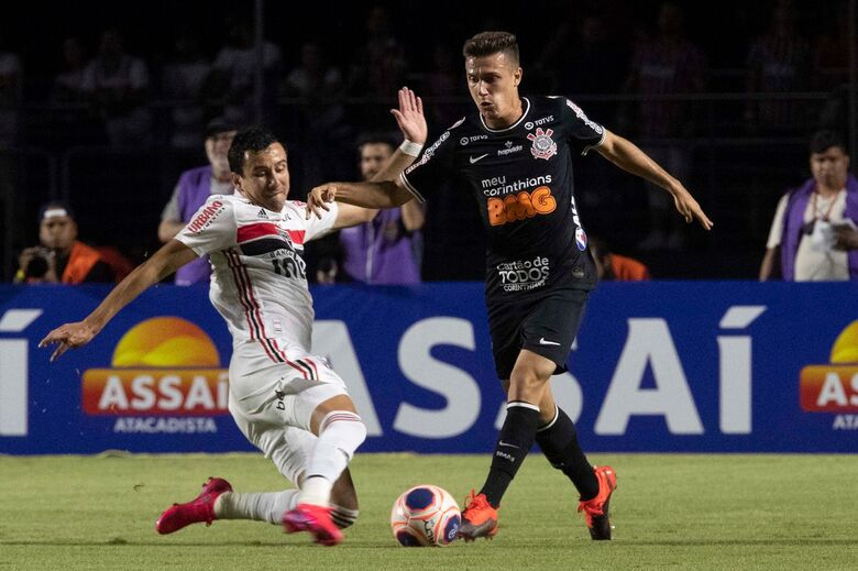 Clássico prova que já há um novo Corinthians e Tiago Nunes se arma contra críticas -