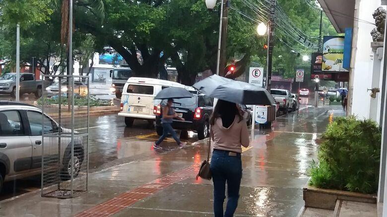 Quarta-feira amanheceu chuvosa em Dourados - Crédito: Divulgação