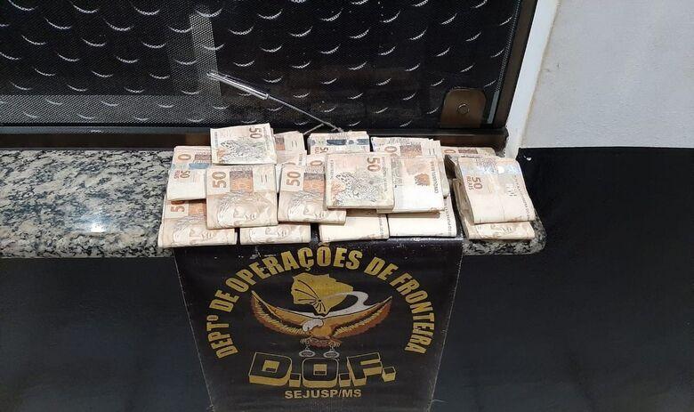 Polícia apreende R$ 20 mil em notas sem comprovação em rodovia de MS -