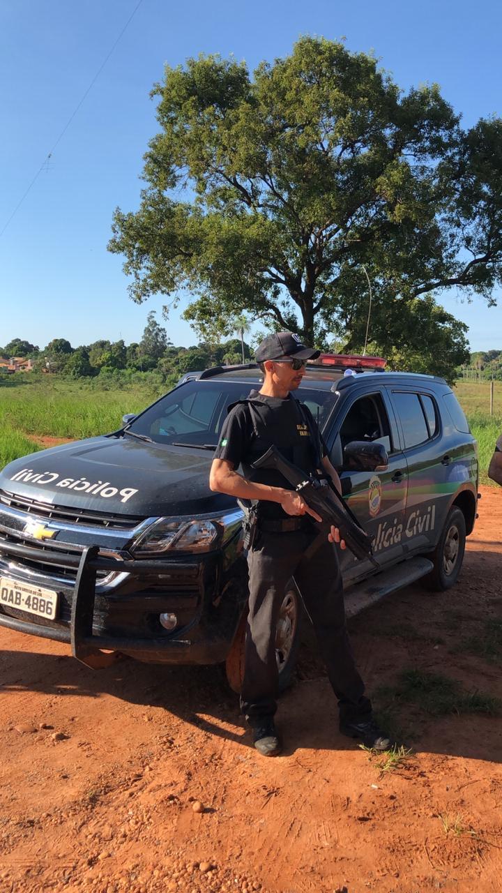 Policia Civil durante a prisão do suspeito -