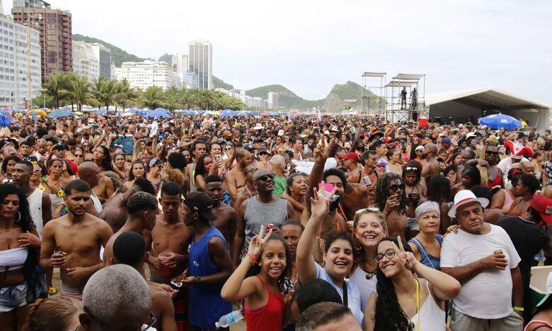 Carnaval: Médico diz como doença do beijo pode ser evitada - Crédito: Tânia Rêgo/Agência Brasil