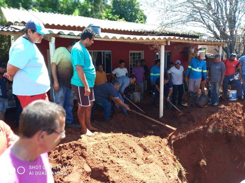 Homem morre soterrado durante escavação de fossa - Crédito: Região Online