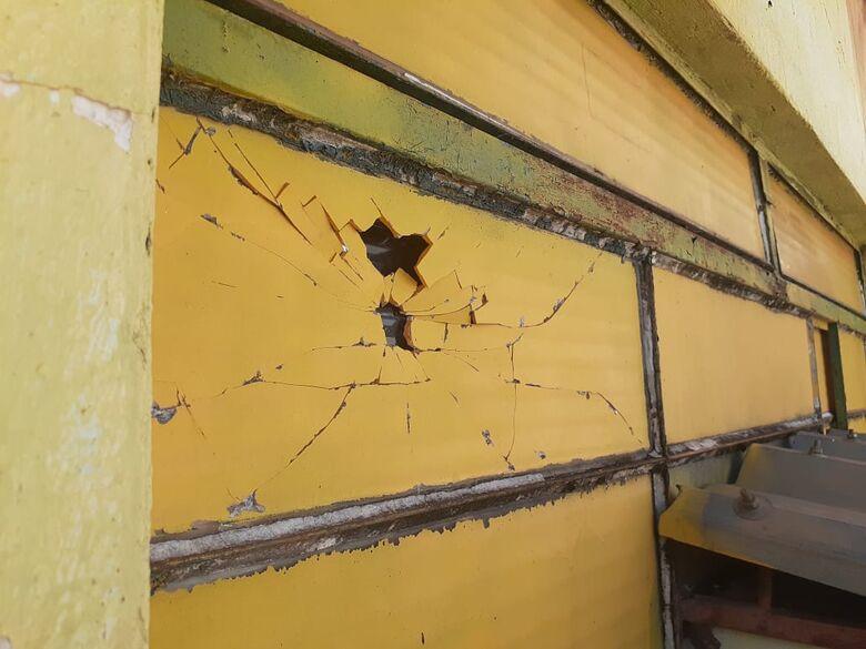 Vereador tenta invadir estúdio de rádio 'aos berros' contra comunicadores -