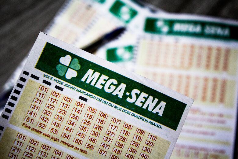 Mega-Sena: prêmio acumula e pode pagar R$ 2,5 milhões neste sábado - Crédito: Divulgação