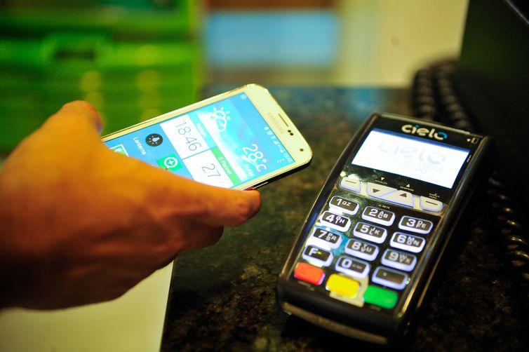 Maioria dos bancos brasileiros já oferece serviço de pagamento com o QR code - Crédito: Marcello Casal Jr/Agência Brasil