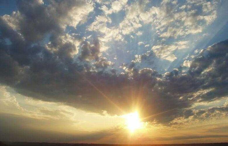 Previsão de sol com algumas nuvens. Não chove em Dourados -