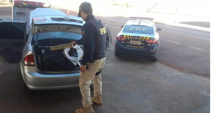 Carro camuflado lotado de droga é descoberto pela polícia - Crédito: Divulgação