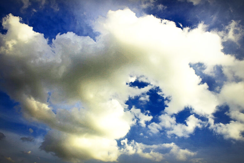 Segunda-feira de sol na parte da manhã com pancadas de chuva à tarde -