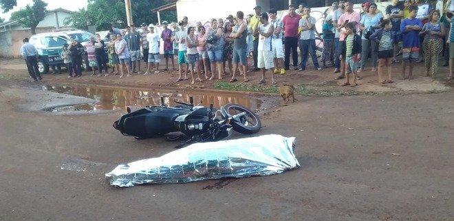 Motociclista morre após tentar desviar de buraco e ser atingida por carreta -
