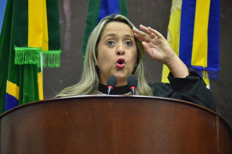 Lia Nogueira, na Tribuna da Câmara -