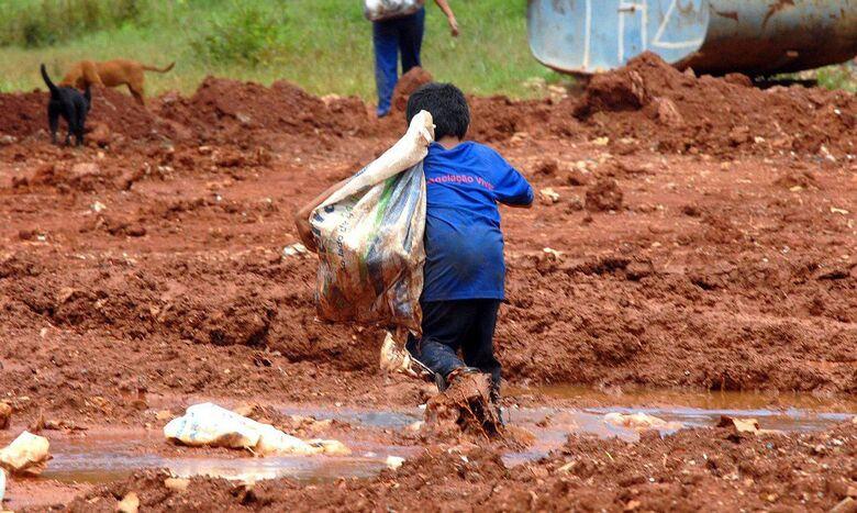 Pandemia pode levar 86 milhões de crianças à situação de pobreza - Crédito: Marcello Casal Jr./Agência Brasil