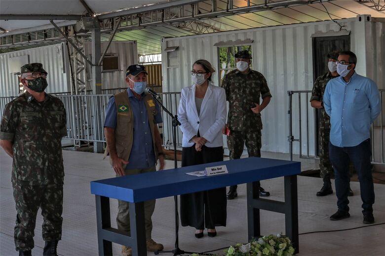 Ministro da Defesa durante coletiva - Crédito: Sandro Paulino