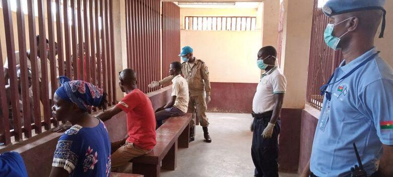 Horário de visita na prisão de Ngaragba, em Bangui, República Centro-Africana, durante a pandemia de COVID-19 - Crédito: MINUSCA