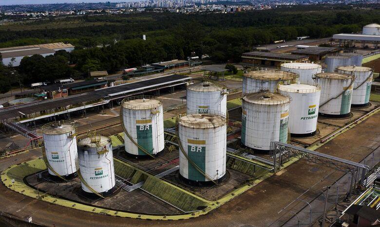 Preço da gasolina da Petrobras para distribuidoras sobe 12% - Crédito: Marcello Casal Jr./Agência Brasil