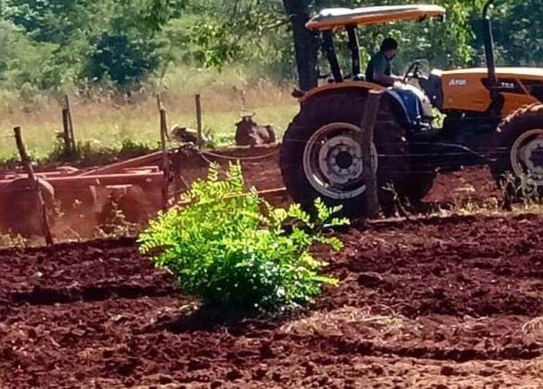 Prefeitura atende pequenos produtores rurais de Dourados -