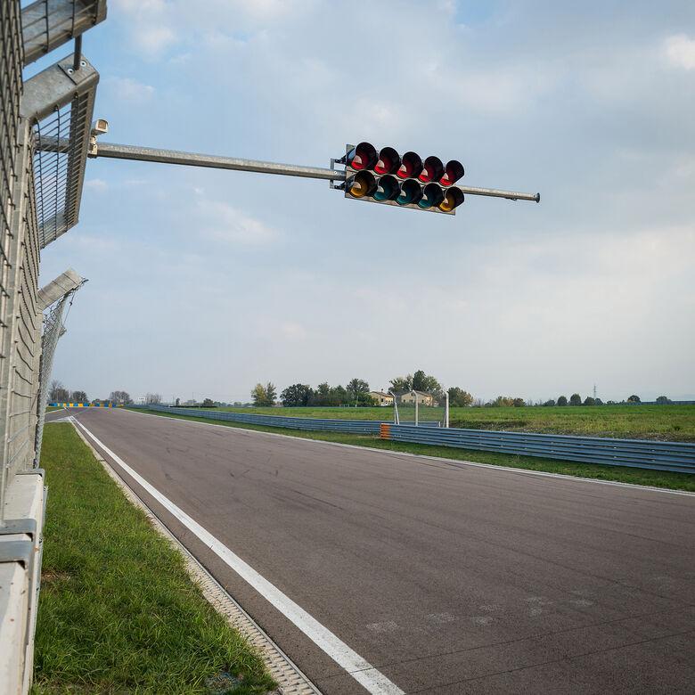 Covid-19: Fórmula 1 cancela GPs do Azerbaijão, Singapura e Japão -