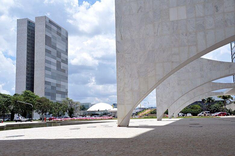 Bolsonaro veta repasse de R$ 8,6 bilhões para combate a coronavírus - Crédito: Cléber Medeiros/Senado Federal