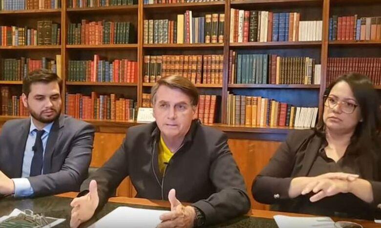 Presidente volta a pedir a apoiadores que não saiam às ruas no domingo - Crédito: Live semanal Bolsonaro