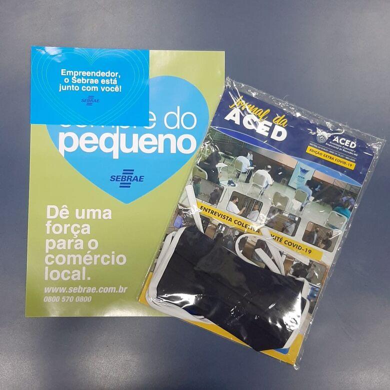 Aced distribui informativo, máscaras e cartazes de incentivo ao comércio -