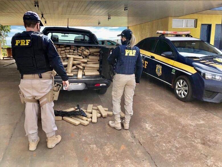 Jovem que receberia R$ 15 mil por transporte de maconha é preso pela PRF -