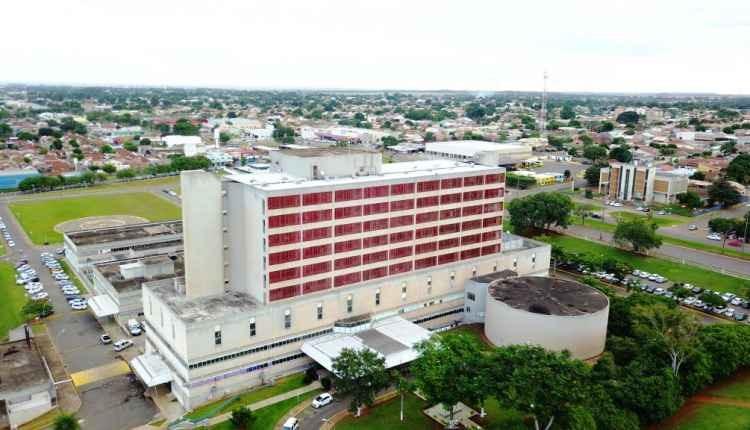Hospital Regional de Campo Grande começa usar contêiner para vítimas da covid -