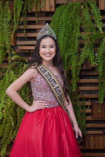 Alícia já foi eleita miss infantil Dourados em 2019. -