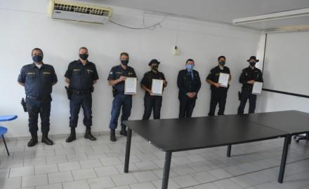 Olavo Sul presta homenagem a guardas municipais de Dourados - Crédito: Assessoria