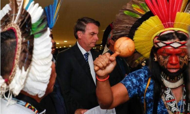 Bolsonaro veta obrigação do governo fornecer água potável e leitos hospitalares a índios - Crédito: ALLAN SANTOS/PR