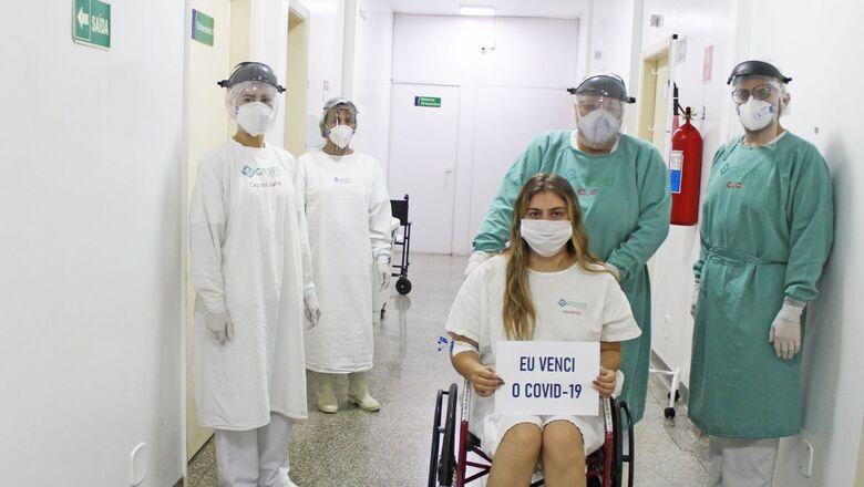 Paciente do Hospital Regional de Ponta Porã recebe alta após 11 dias de internação para tratar da Covid-19 -